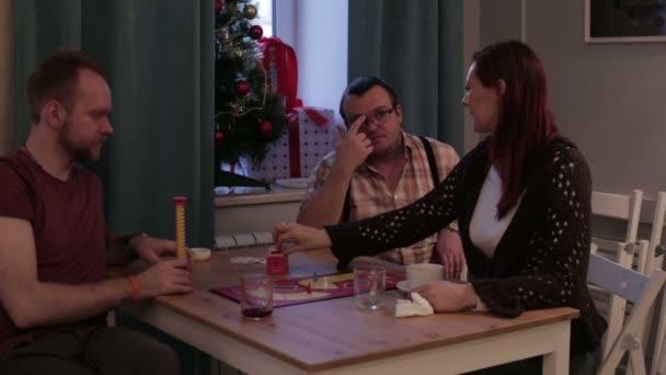 Трое мужчин и женщина видео, порно фото наташи королевы