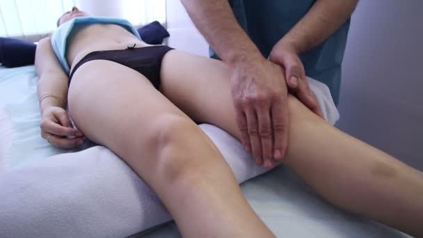 Masáž nohy, kolena