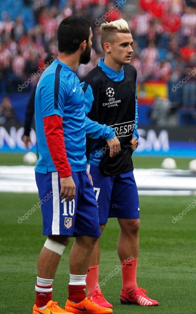 ¿Cuánto mide Arda Turan? - Real height Depositphotos_96847274-stock-photo-arda-turan-and-antoine-griezmann