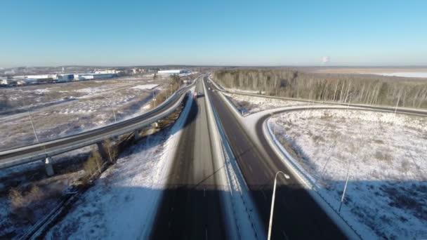 Letecký pohled na křižovatku v zimě