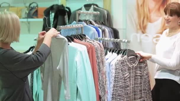 Krásné dívky výběr oblečení