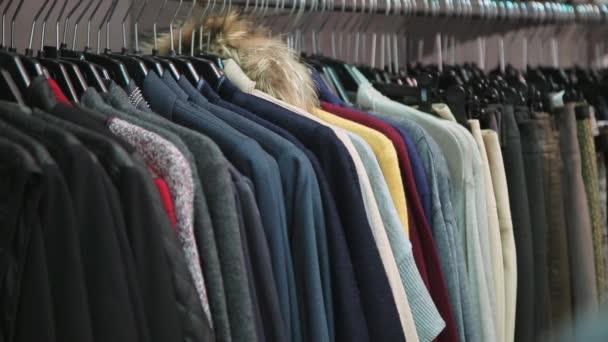 Nová kolekce oblečení v obchodě
