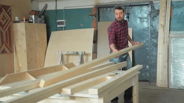 Výroba v dílně dřeva
