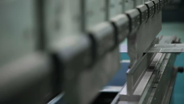 Zámečnická výroba na Cnc Cnc stroj při práci. Metalurgická výroba