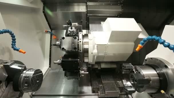 Macchina di lavorazione dei metalli con il sistema idraulico