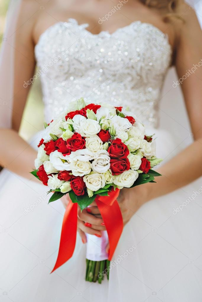 Bouquet Sposa Bianco E Rosso.Red And White Bride S Bouquet Stock Photo C Fotobyjuliet Gmail