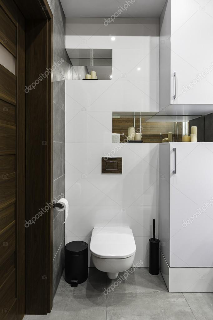 Moderne und einfache Toilette — Stockfoto © in4mal #112360282