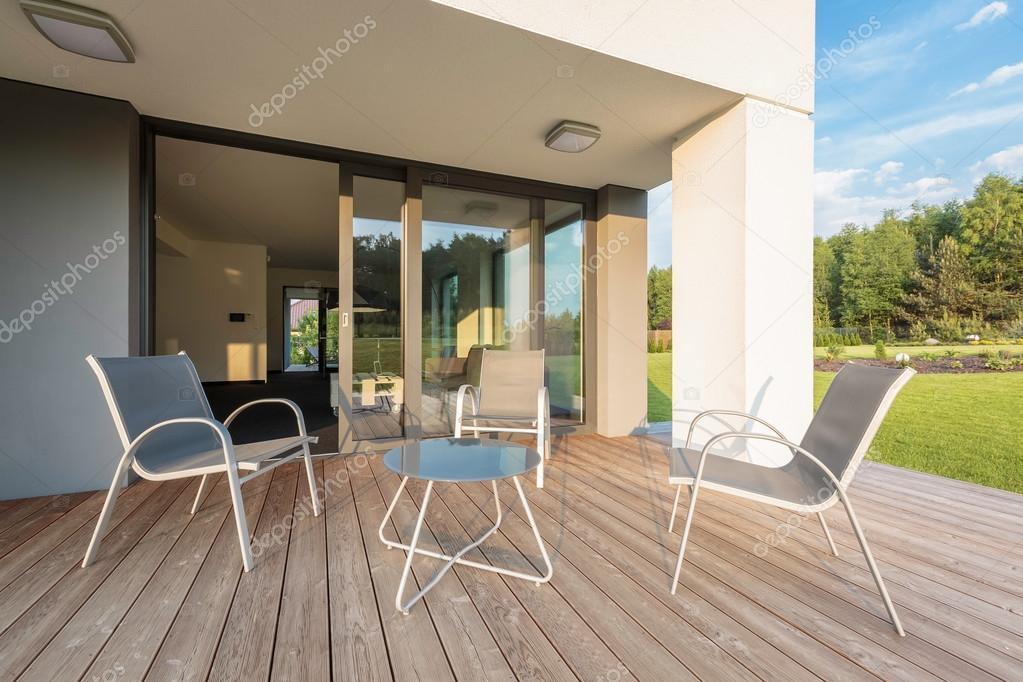 Neue Idee, Terrasse mit bequemen Möbel-set — Stockfoto © in4mal ...