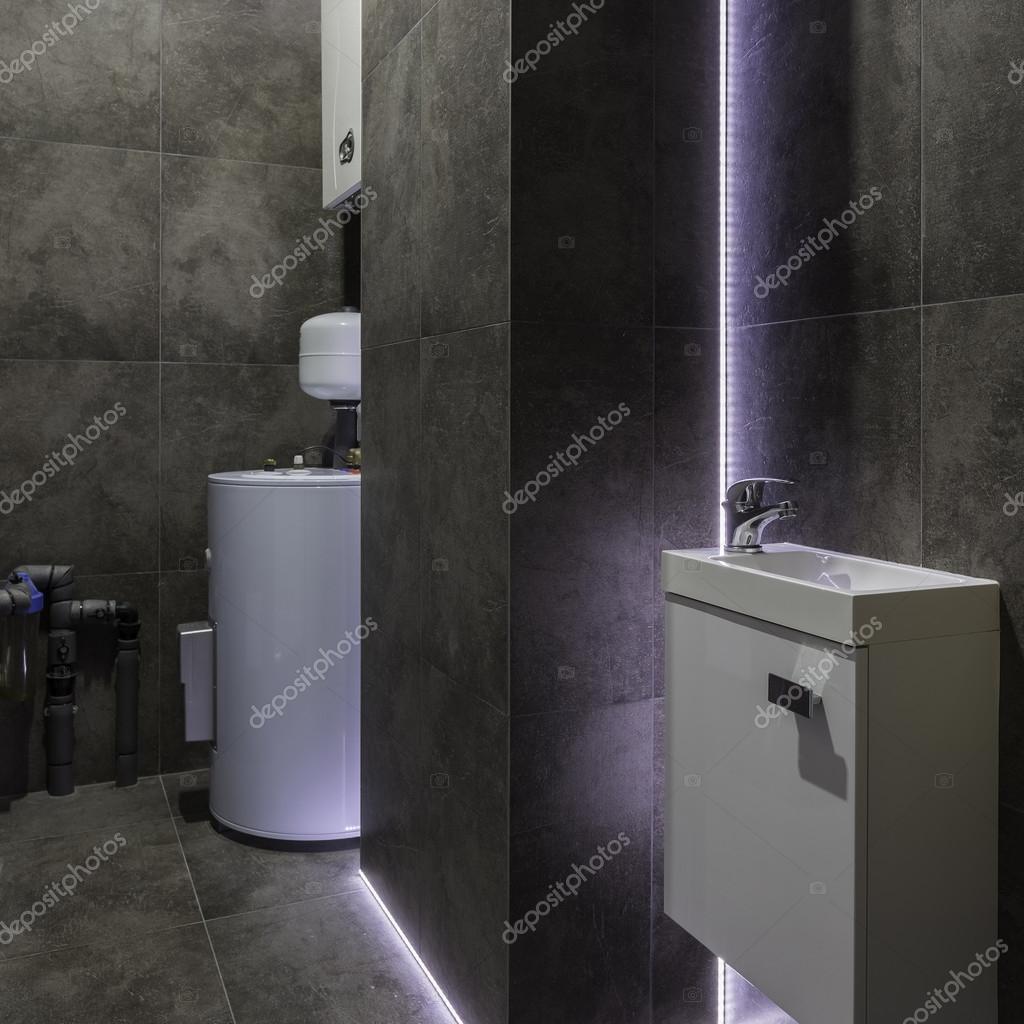 Najnowsze Ciemny Kotłownia z dekoracyjne oświetlenie led — Zdjęcie stockowe CN28