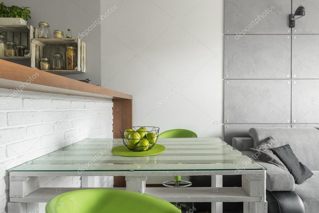 Piccola Sala Da Pranzo : Soluzione intelligente per la piccola sala da pranzo u foto stock