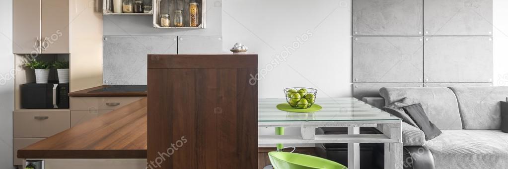 Cucina beige e grigio soggiorno — Foto Stock © in4mal #115812212