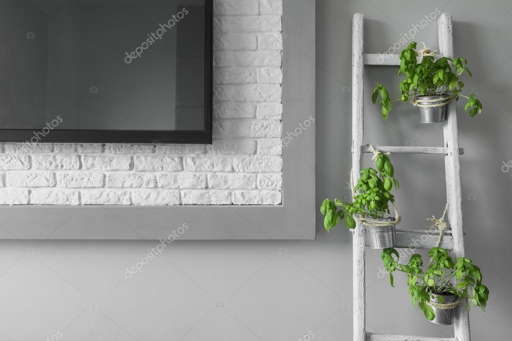 Creatieve tv muur decoratie idee u stockfoto in mal