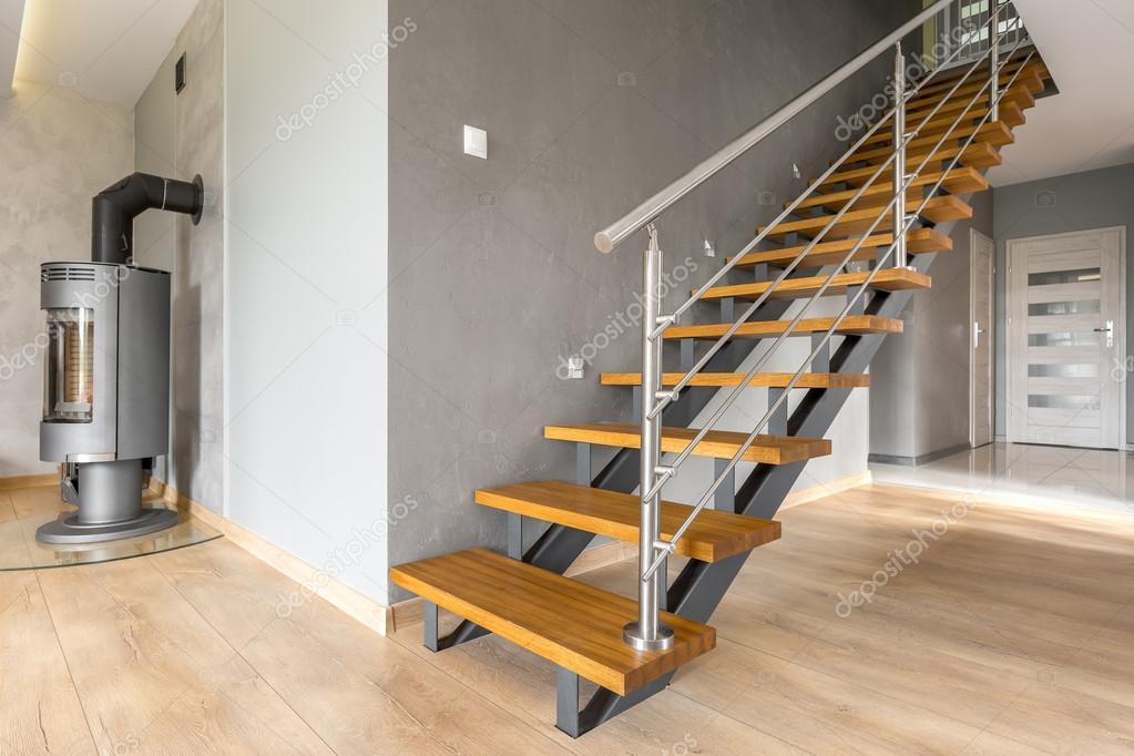 Open verdieping appartement met trap idee u stockfoto in mal
