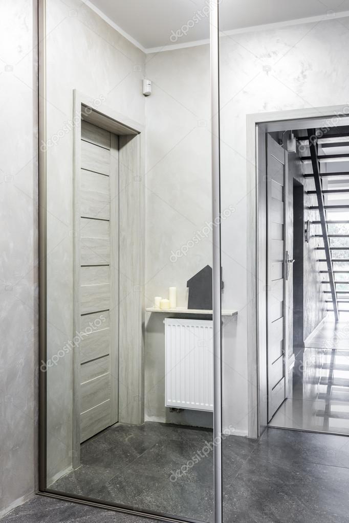 Idée de garde-robe de couloir en sens inverse — Photographie ...