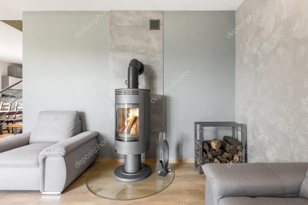 Industriele Vloer Woonkamer : Panoramische foto van grijze woonkamer met modieuze open haard in