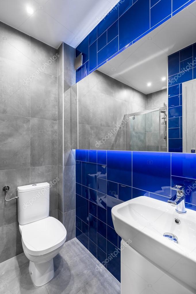 Moderna casa de banho em cinza e azul u2014 Fotografias de Stock u00a9 in4mal #121563778 -> Decoração De Casas De Banho Em Azul