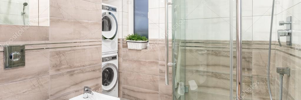 Elegante bagno con zona lavanderia — Foto Stock © in4mal #123594308