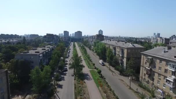 Konut alanların havadan görünümü evler ve Kiev içinde trafik. Ukrayna