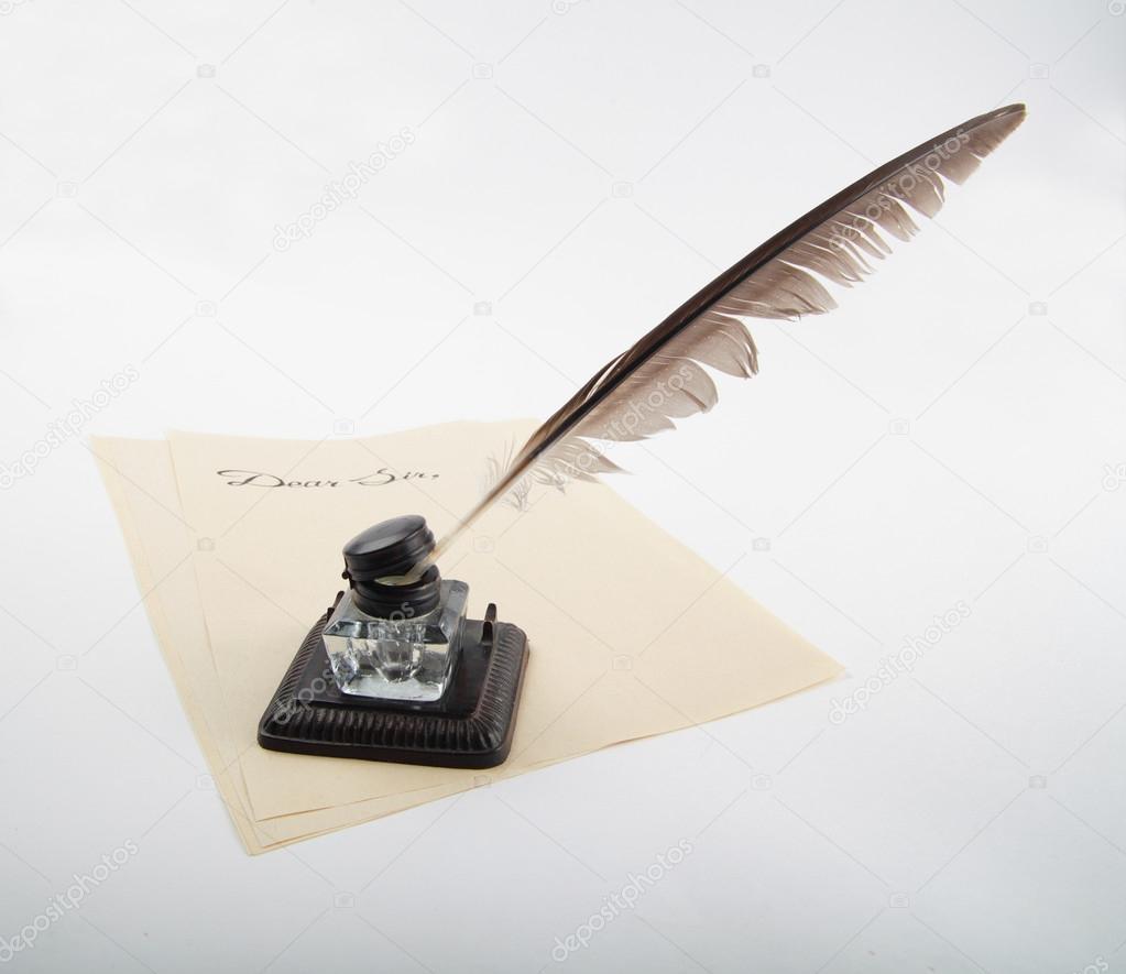 Ancient Soapstone Inkwell Stock Photo: Pot D'encre Ancienne Avec Plume D'oie Sur Papier à Lettres