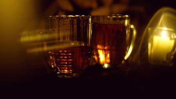 goldenes Bier ins Glas gegossen, das Oktoberfest