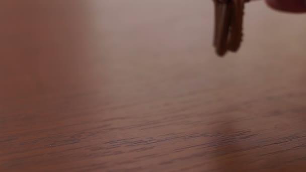 měr klíče na stůl a vzít je od stolu. Příjezd / Leaving Home concept, zvuk