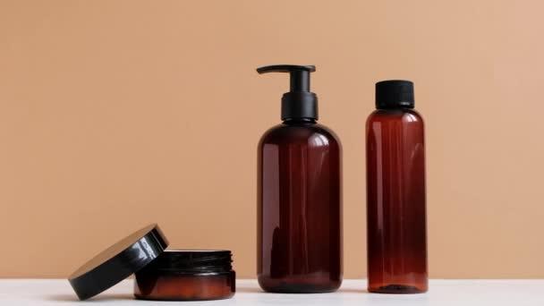 Přírodní krásy. Minerální organický olej. Eko kosmetický krém, sérum, prázdná lahvička pro péči o pleť. Tvář a tělo, lázeňský salon