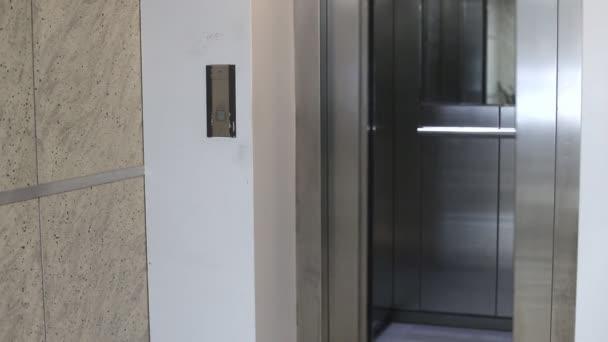 dveře výtahu otevírání a zavírání