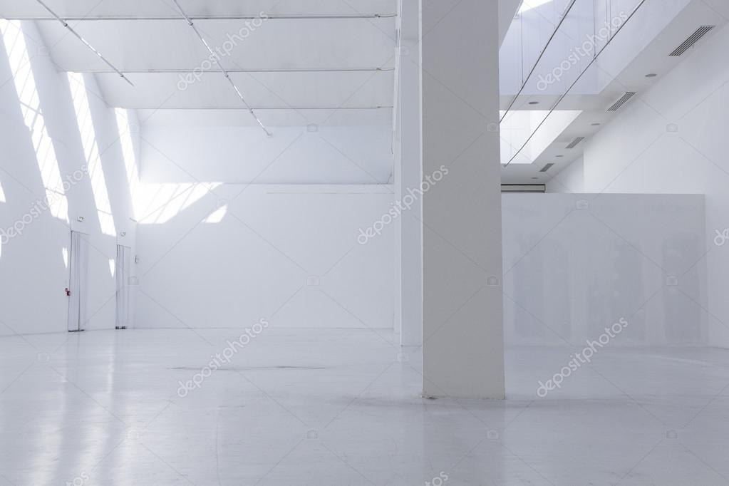 https://st2.depositphotos.com/6440552/10851/i/950/depositphotos_108518874-stock-photo-empty-museum-hall-interiors.jpg