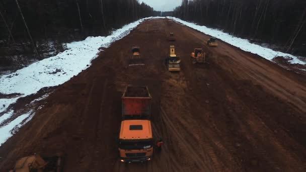 Stavba nové silnice s stavební vozidla letecký snímek