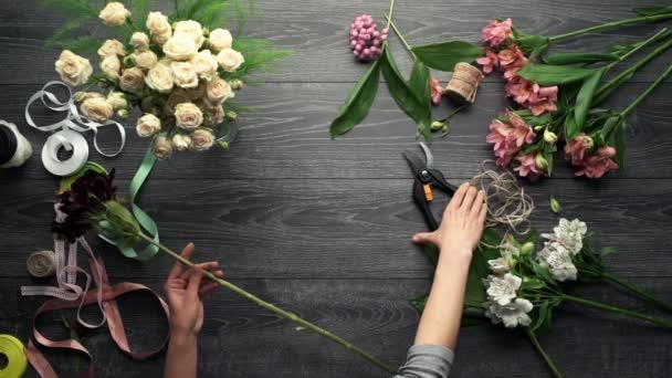 Dívky ruce takže kytice