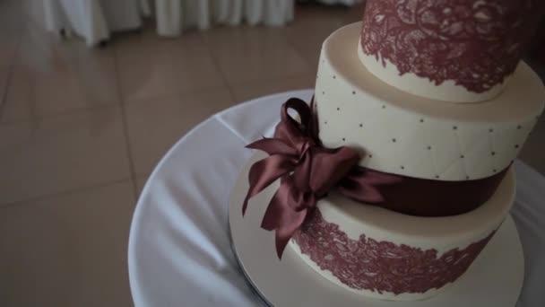 svatební dort na stůl