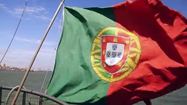 Portugál zászló a hajó ég háttere