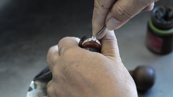 Stříbrné šperky drahé kameny nastavení