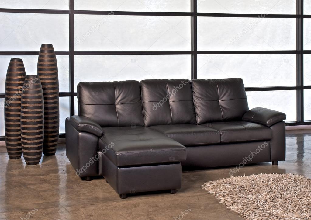 Braune Leder Sofa Mit Hocker Stockfoto C Praethip 115205876