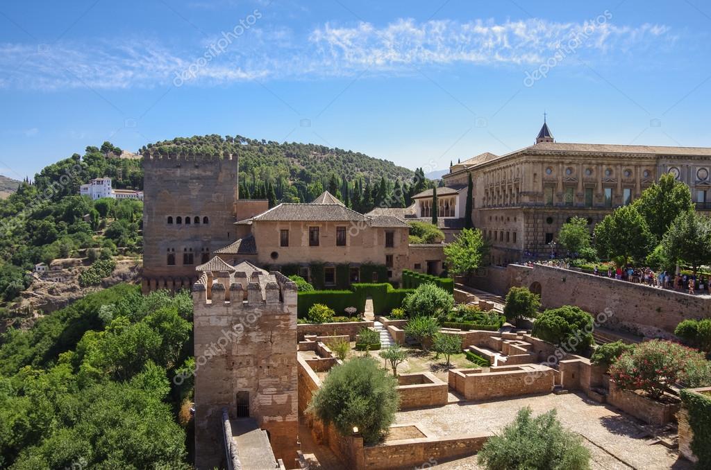 Terraza Las Torres Y Muralla De La Fortaleza De Alcazaba