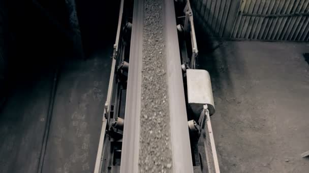 ore move on conveyor in modern processing plant