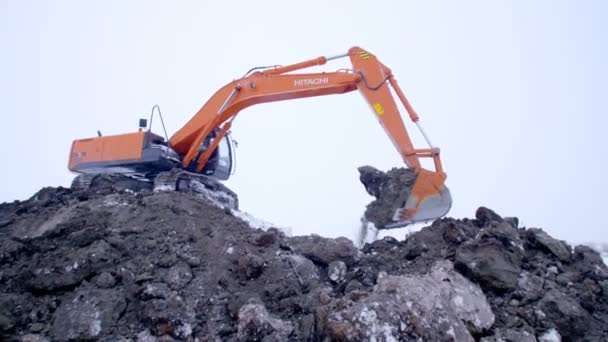 Rusko Slavkov - 28. února: rypadlo je kopání země