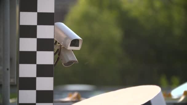 kamerový systém na silnici s přesunem aut