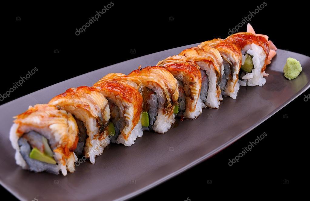 Chiuda in su giapponese sushi con l\u0027anguilla su chiamata piastra marrone  Unagi roll \u2014 Foto di lewzsan.gmail.com