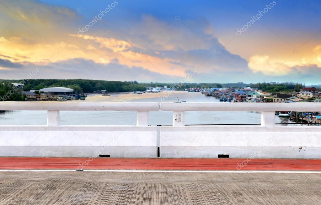 Il ponte ferroviario di cemento bianco u2014 foto stock © lewzsan.gmail