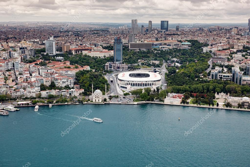 Hatay, Turchia - 21 aprile 2016: Suggestiva vista di Istanbul e il Bosforo  dall'aria — Foto di Koraysa