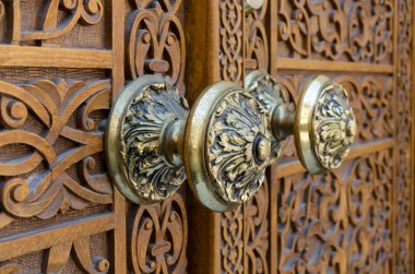 Traditional bronze knobs