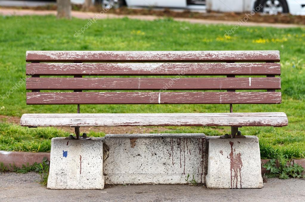 Brown bench in park