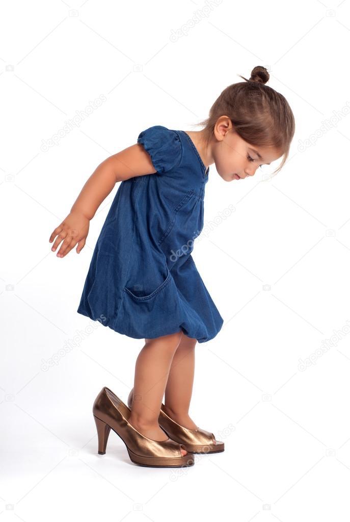 Little girl in high heel shoes — Stock