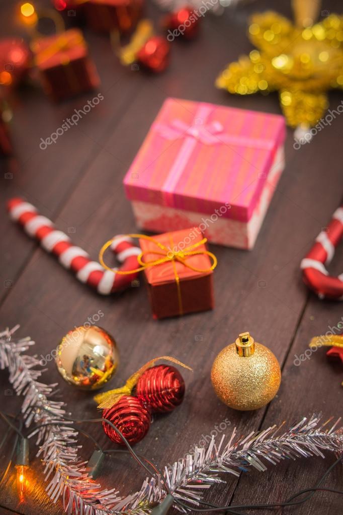 Weihnachts-Geschenk-Box, Lebensmittel-Dekor und Fichte Ast auf ...