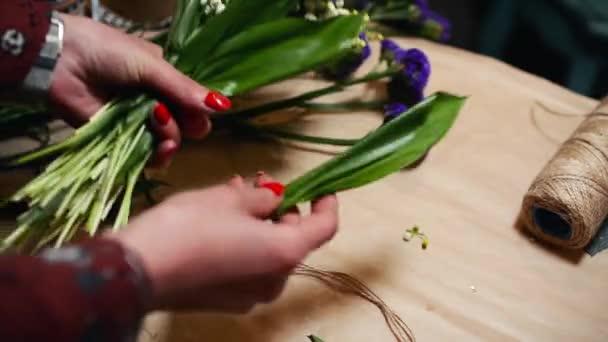 Květinářství, takže čerstvé jarní kytice různých. Krásné pozadí