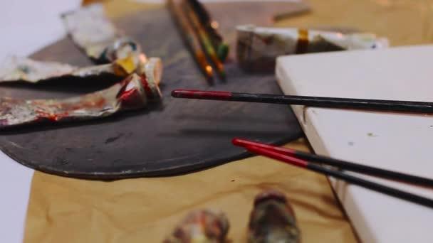 Malíř palety a přírodním plátnem