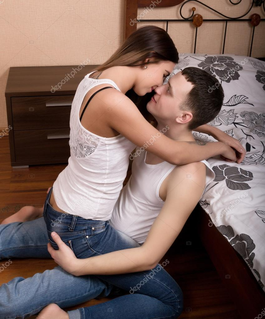 boys-kissing-other-girls-in-the-bedroom