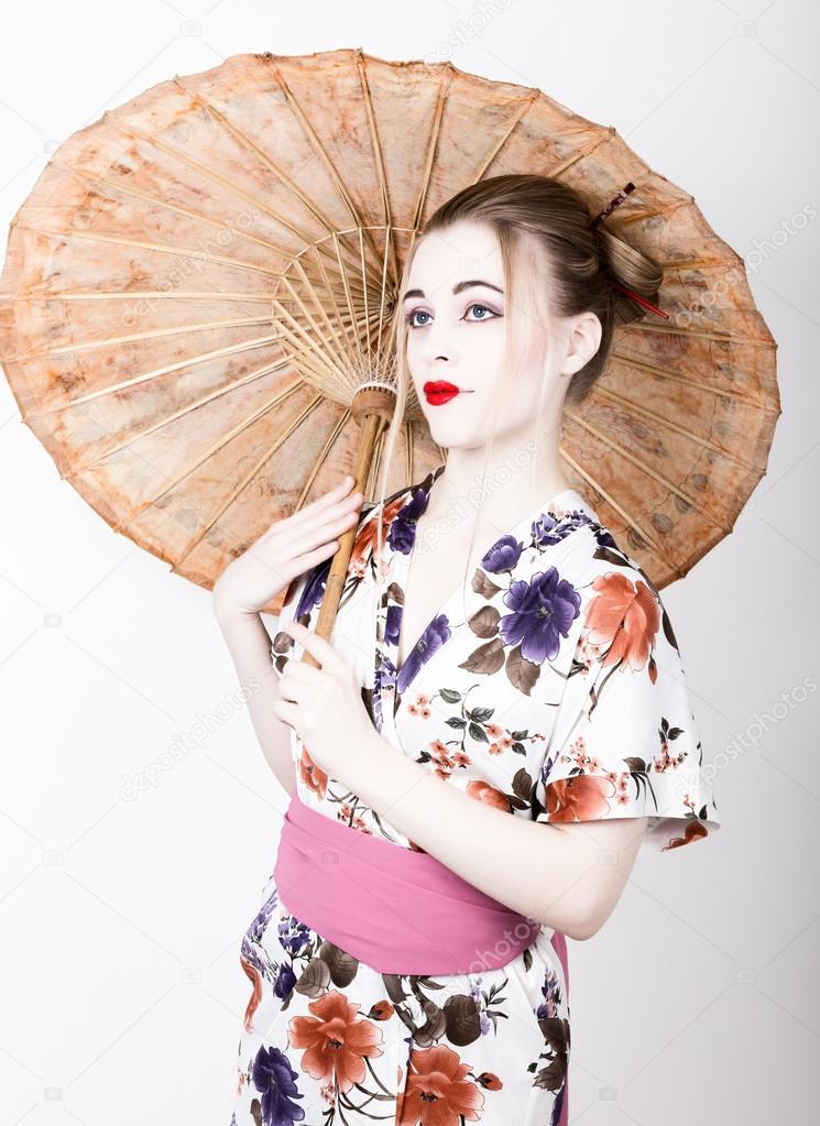 Belle Fille Habillee Comme Une Fille De Geisha Avec Un Parapluie