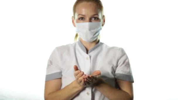 Detail z ženského lékaře ruce hospodářství růžová stuha. karcinomu prsu povědomí. koncepce zdravotnictví a medicína